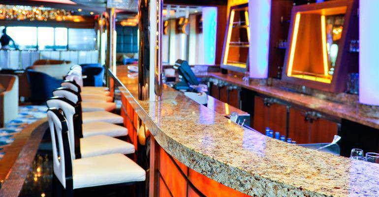 Le salon et bar