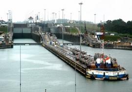 Enter Canal de Panama Cristobal