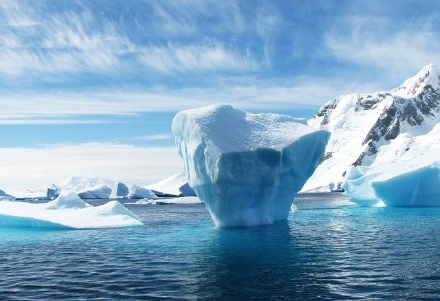Iceberg en Antarctique depuis un bateau de croisière.