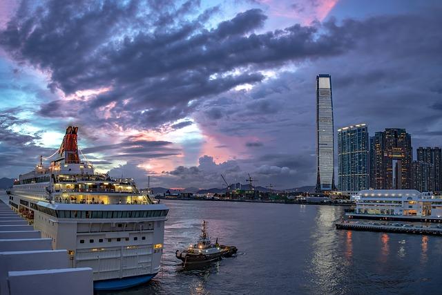 C'est un bateau dans le port d'Hong-Kong.