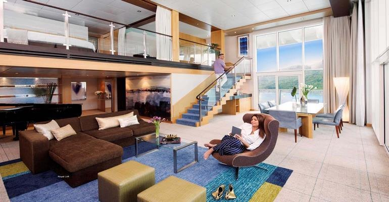 Intérieur de la suite Royale Loft sur l'Allure of the Sea.