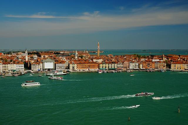 Venise et des bateaux de croisière.